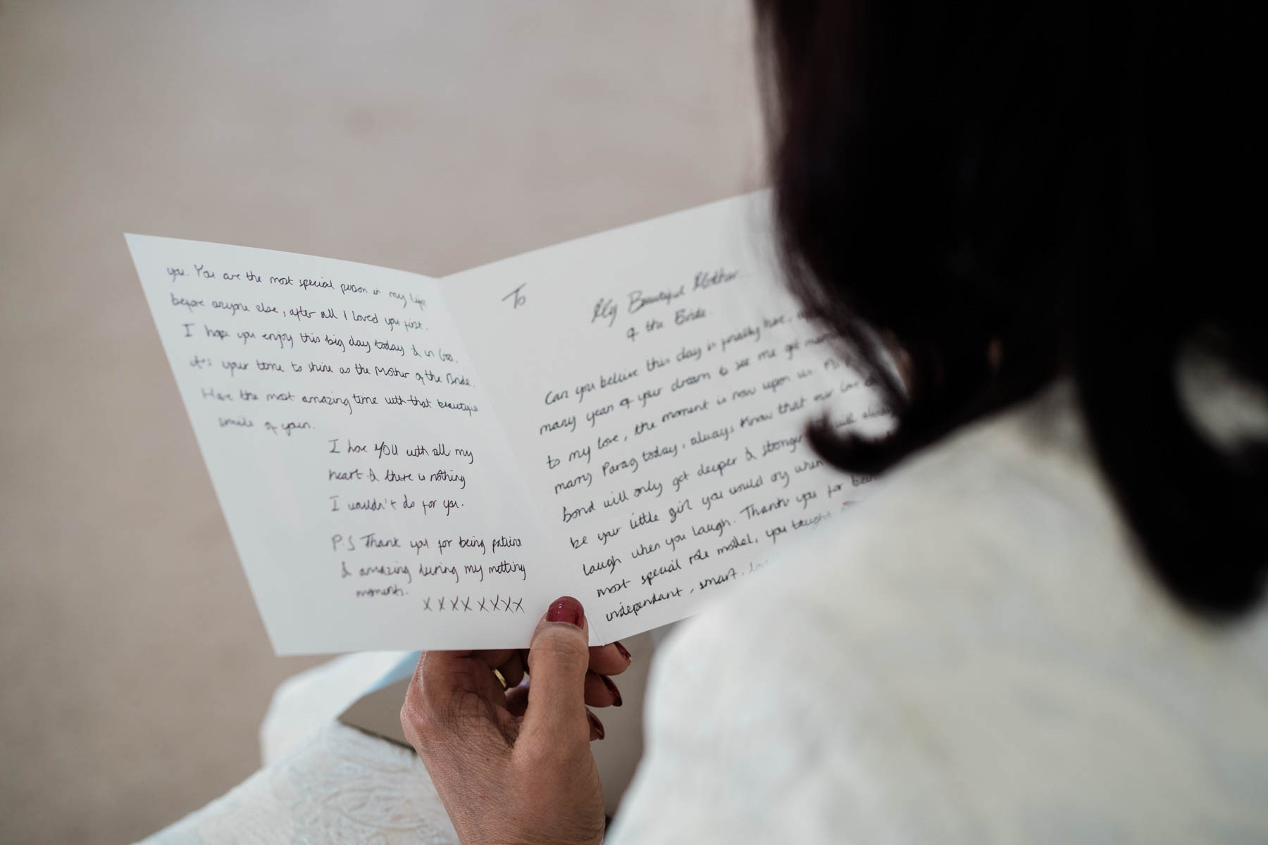 Eshott Hall Wedding Photographer | Mother of bride reading letter